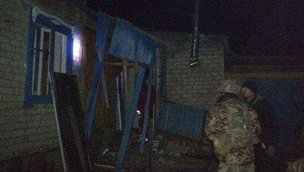 Последствия обстрела ополченцами Новолуганского