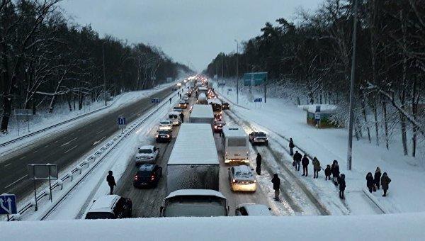 Движение транспорта ограничили в5 областях— Снегопады вгосударстве Украина