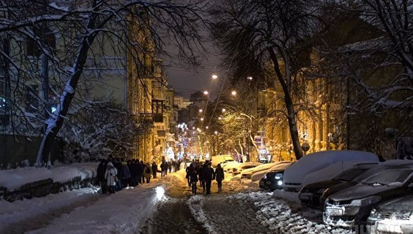 Вечерний заснеженный Киев