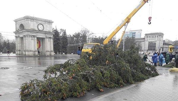 Украинская новогодняя елка в Кишиневе