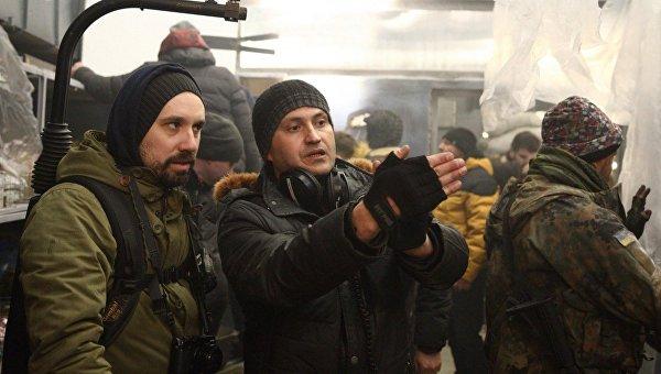 Режиссер Ахтем Сеитаблаев (справа) во время съемок Киборгов