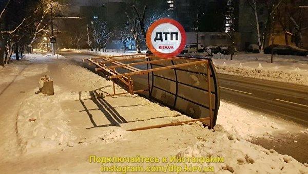 «Устала-2»: вКиеве рухнула вторая остановка социального транспорта