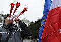 Флаги Польши и ЕС. Архивное фото