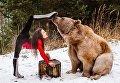 Австрийская гимнастка устроила фотосессию с живым медведем