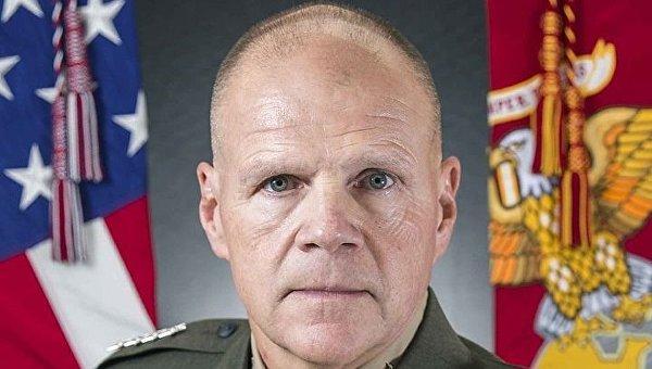 Командующий морскими пехотинцами США, расквартированными в Норвегии, генерал Роберт Неллер