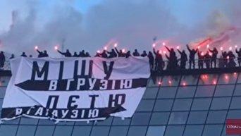 Cторонники Нацкорпуса Азов жгут файеры на Майдане