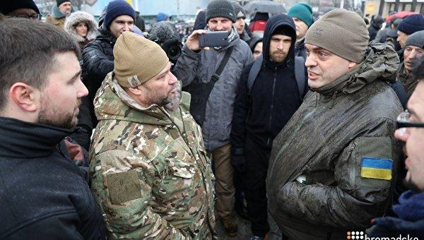 Сторонники Саакашвили иПорошенко устроили боевой кофе-брейк намайдане