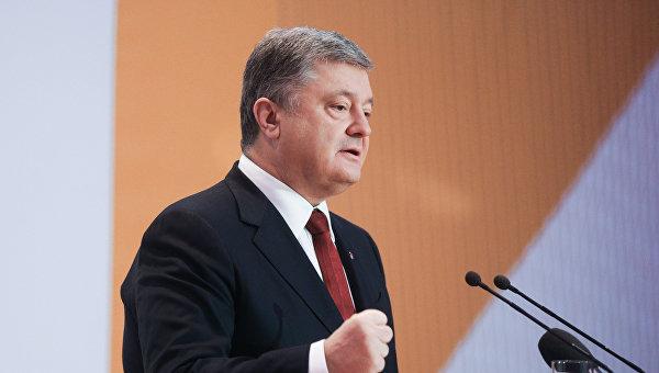 Петр Порошенко  в ходе выступления по случаю Дня дипломатической службы Украины
