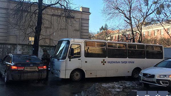 Бойцы Национльной гвардии под зданием Окружного суда Киева 26 декабря