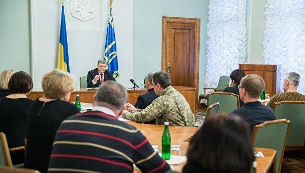 Порошенко поздравил первых освобожденных пленных бойцов ВСУ