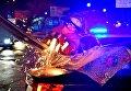 В Киеве два спортивных авто разбились об отбойник