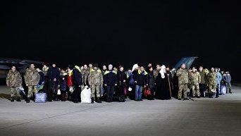 Встреча в Борисполе украинцев, освобожденных из плена в Донбассе