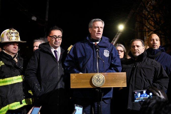Брифинг мэра Нью-Йорка Билла де Блазио по поводу масштабного пожара в Бронксе