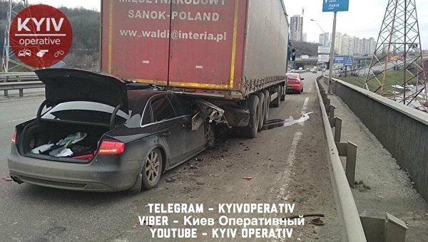 ДТП в Киеве - девушка на Audi влетела в грузовик, 29 декабря 2017