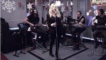 Светлана Лобода уронила микрофон, выступая вживую на Авторадио