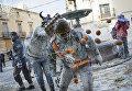 Традиционная забава -  битва мукой и яйцами - в испанском городе Иби во время фестиваля Els Enfarinats