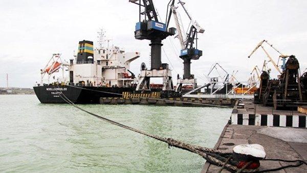 Впорт Южный прибыли два судна суглем изсоедененных штатов