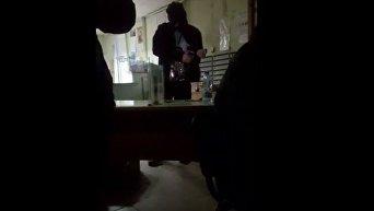 Появилось видео из помещения с заложниками. Видео