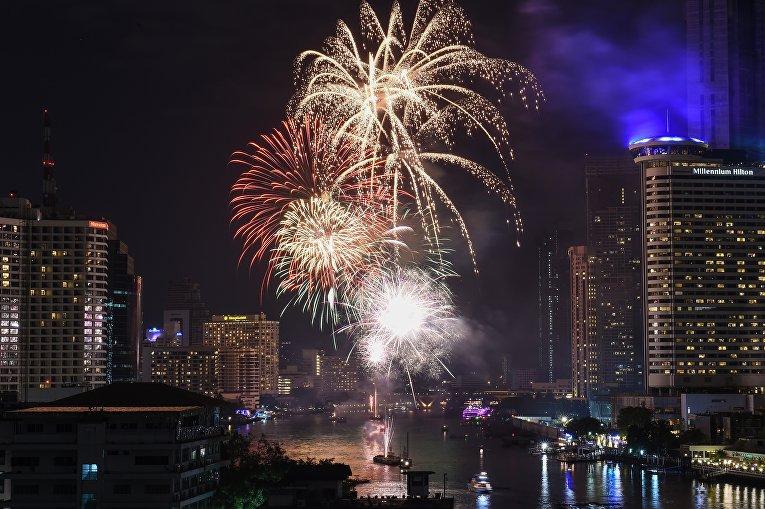 Первые минуты Нового 2018 года в Бангкоке, Таиланд