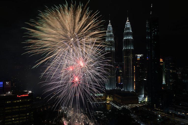 Первые минуты Нового 2018 года в Куала-Лумпур, Малайзия