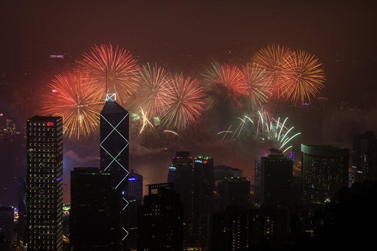 Первые минуты Нового 2018 года в Гонконге, Китай