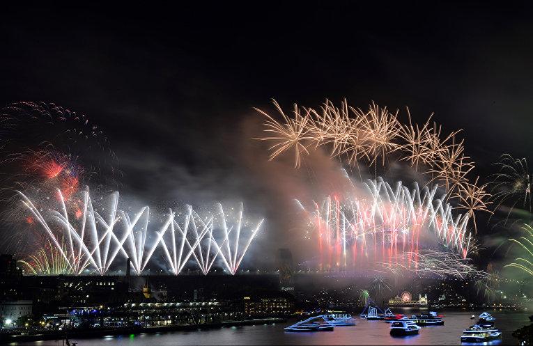 Первые минуты Нового 2018 года в Сиднее, Австралия