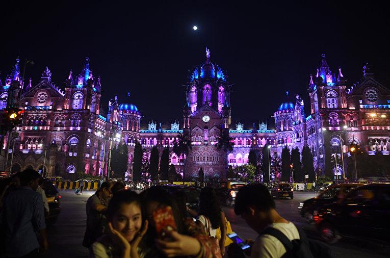 Первые минуты Нового 2018 года в Мумбаи, Индия