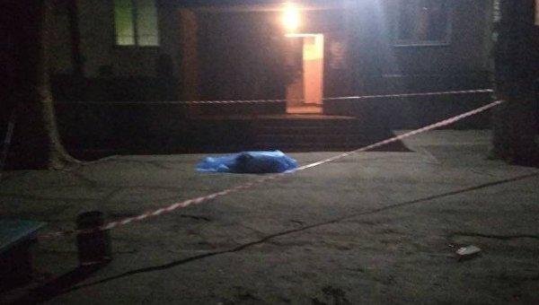 В Запорожье мужчина, выпав из окна, упал на ребенка