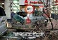 В центре Киева внедорожник протаранил остановку
