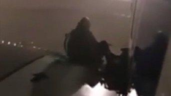 Пассажир авиарейса Лондон - Малага вышел на крыло самолета