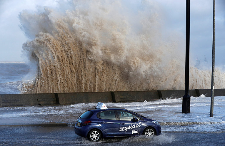 На Британию обрушился шторм Элеонора