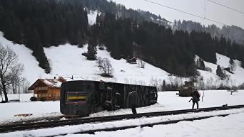 Мощный ураган в Швейцарии сдул поезд с рельсов. Видео