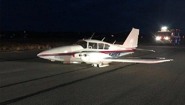В Западной Вирджинии (США) пилот посадил самолет без шасси