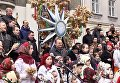 Гигантский дидух установили в центре Львова. Видео