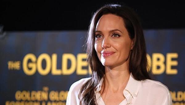 Анджелина Джоли на церемонии Золотого глобуса