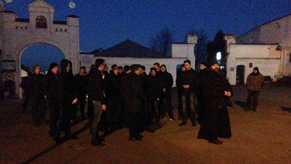 Националисты заблокировали въезд в Киево-Печерскую Лавру. Архивное фото