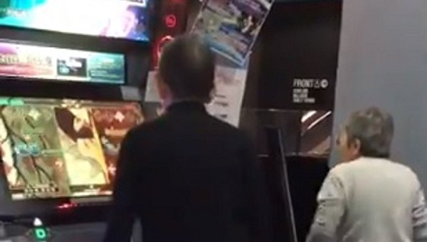 Японские пенсионеры показали класс на dance симуляторе
