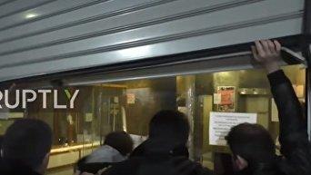Штурм здания министерства труда Греции в Афинах. Видео