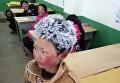 В интернете стала вирусной фотография школьника с инеем в волосах