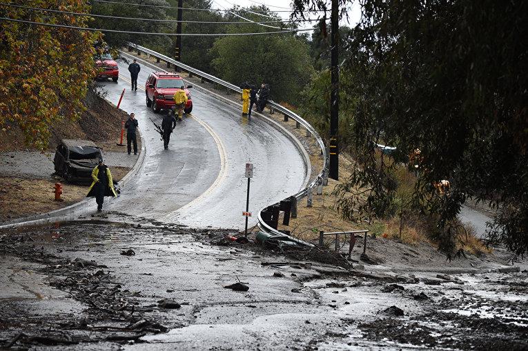 После пожаров на Калифорнию обрушились ливни: 13 погибших