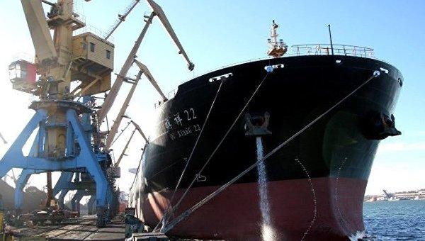 В Украинское государство прибыло первое вновом году судно суглем изЮАР