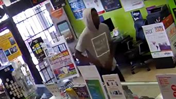 В США преступник умолял выпустить его из магазина, который грабил
