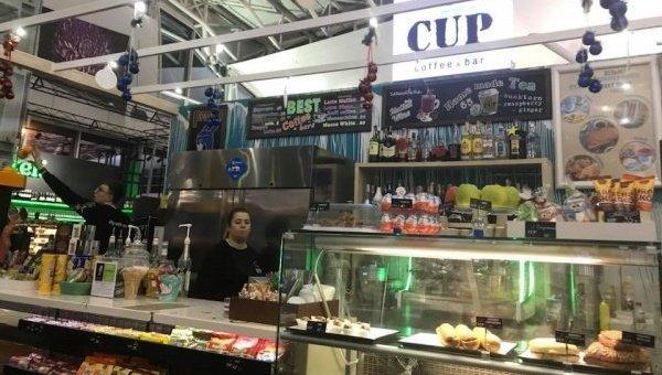 Бармена аэропорта Борисполь выгнали с работы за отказ говорить по-украински