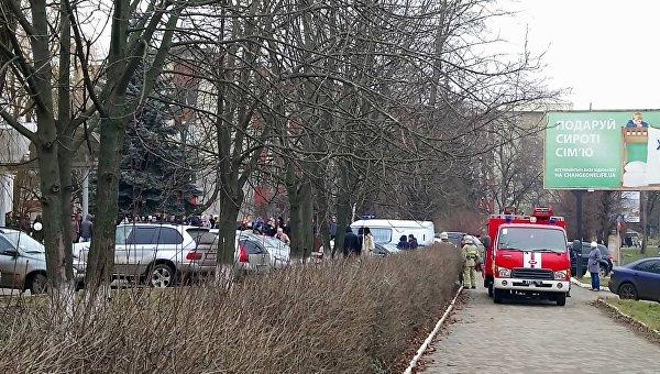 СМИ сообщают о взрыве гранаты в налоговой инспекции Черновцов