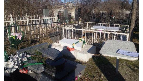 Вандализм на кладбище в Одесской области