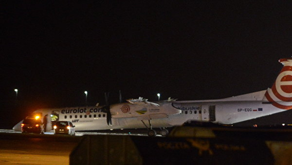 Аварийная посадка самолета в аэропорту Варшавы
