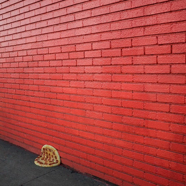 Пицца в необычной обстановке в работах фотографа Джонпола Дугласа