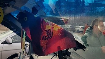 Георгиевская лента в автомобиле туристов из Белоруссии в Буковеле