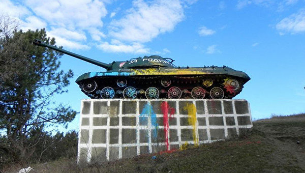 В Молдавии облили краской советский танк