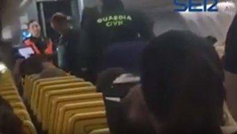 В Испании вынужденно сел самолет из-за двух пьяных пассажиров